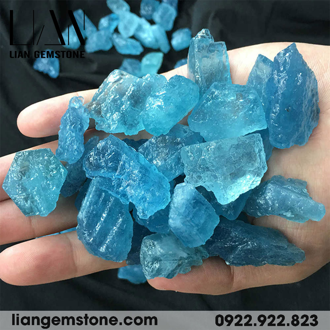 đá aquamarine thô tự nhiên