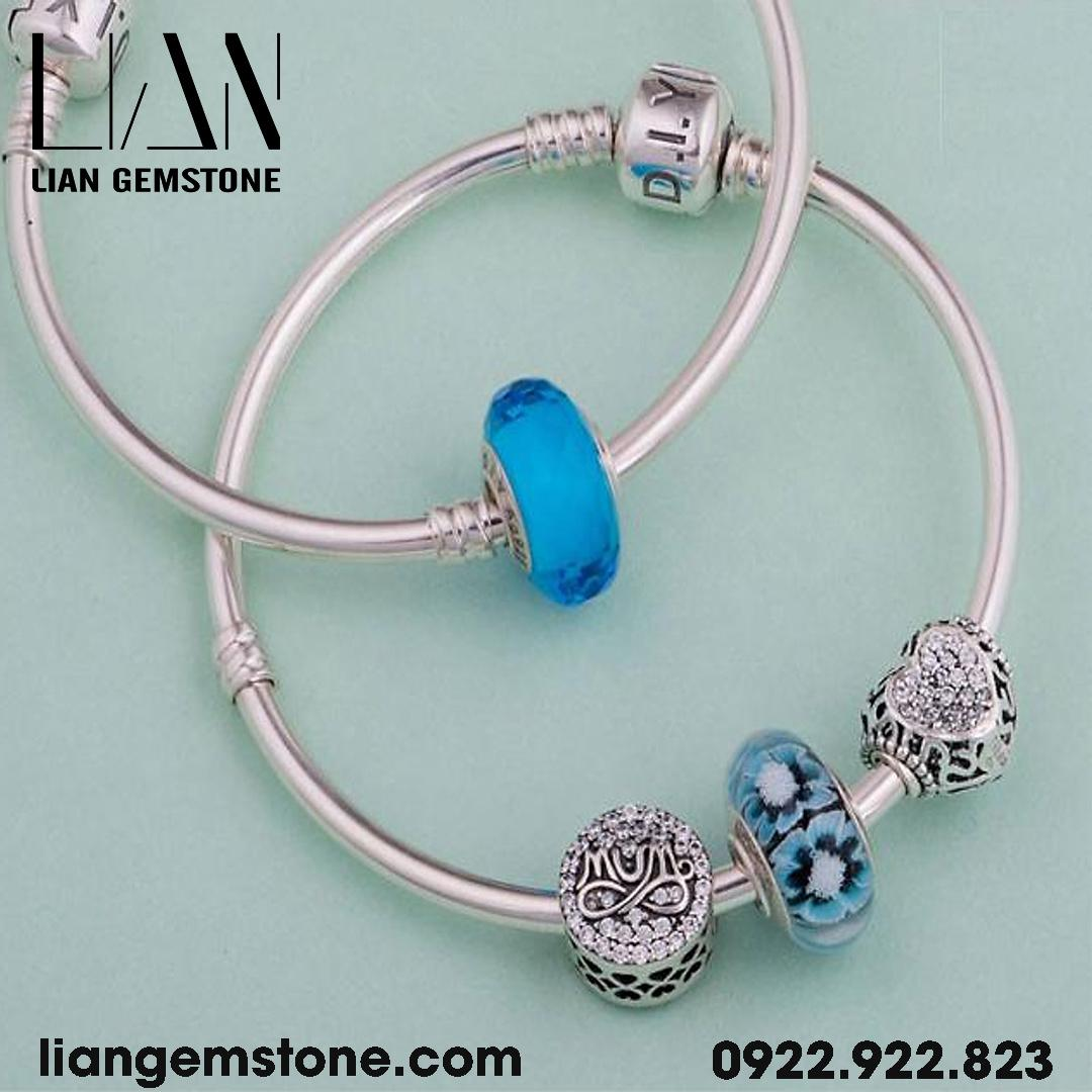 charm dẹt